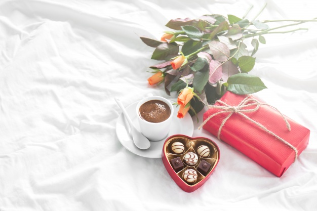 breakfast-with-gift-flowers-chocolates_1220-635-11aa46bd