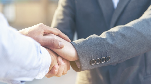 trust-promise-concept-honest-lawyer-partner-with-professional-team-make-law-business-agreement-after-complete-deal_10139-329-23ce243e