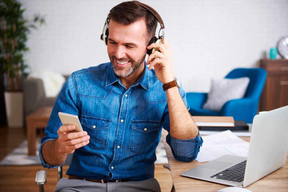 אוזניות אלחוטיות ואוזניות חוטיות – יתרונות וחסרונות