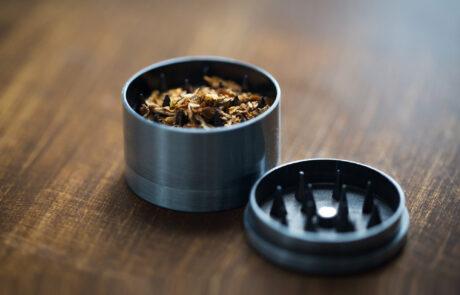 איך מעשנים היום קנאביס?