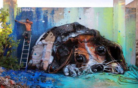 האמן הזה יוצר בעלי חיים מזבל כדי להתריע על נזקי הזיהום שלנו