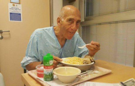 התמונה הוויראלית של אולמרט מהכלא היא חלק מקרב סמוי על דעת הקהל