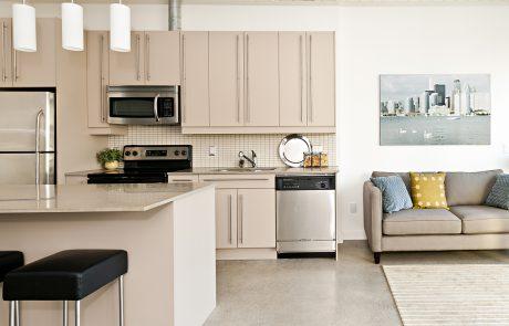 מה עדיף יותר שיש למטבח אבן קיסר או גרניט?