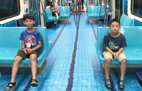 נוסעים בטאיוואן הופתעו כאשר קרונות הרכבת התחתית הפכו למשהו שונה לגמרי